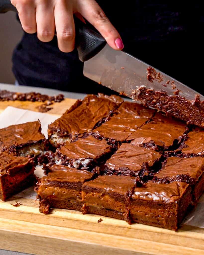 cutting samoa brownies